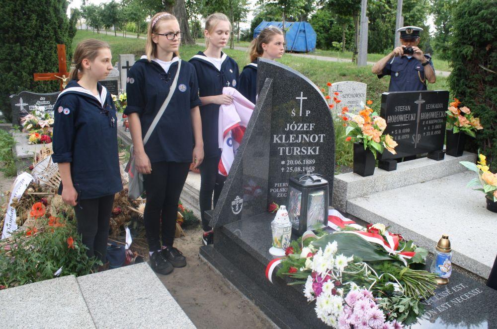 95-lecie PZŻ nagrobek pierwszego prezesa PZŻ Józefa Klejnot-Turskiego