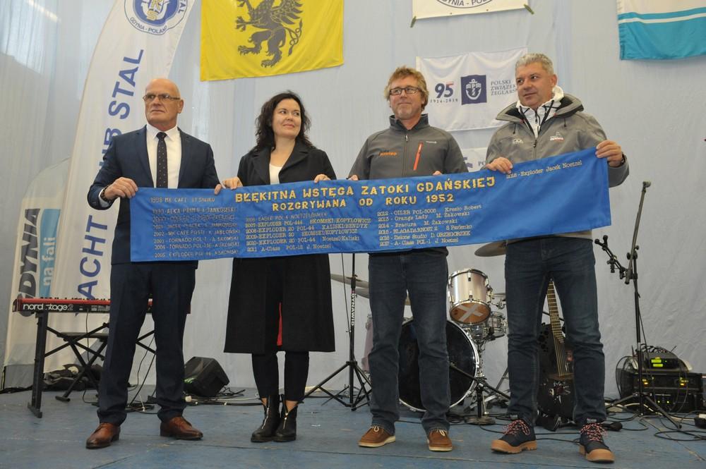 Od lewej: komandor YK Stal Jarosław Kukliński, radna Gdyni Anna Myszka, Jacek Noetzel i prezes Polskiego Związku Żeglarskiego Tomasz Chamera.